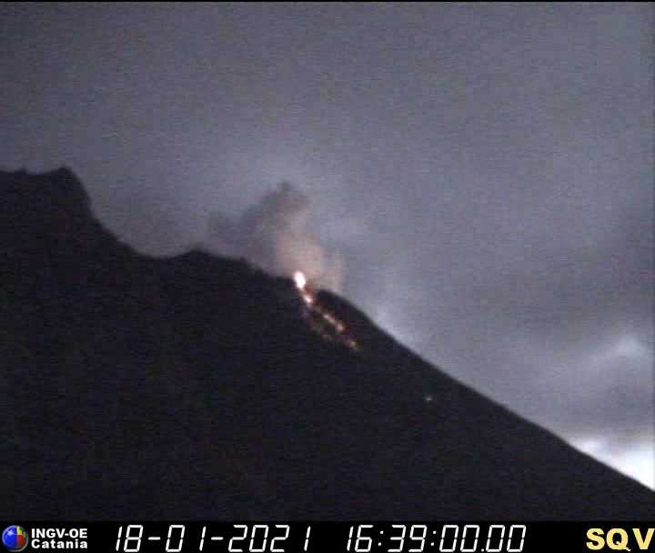 Lava flow on Stromboli's Sciara del Fuoco last night (image: INGV Catania webcam)