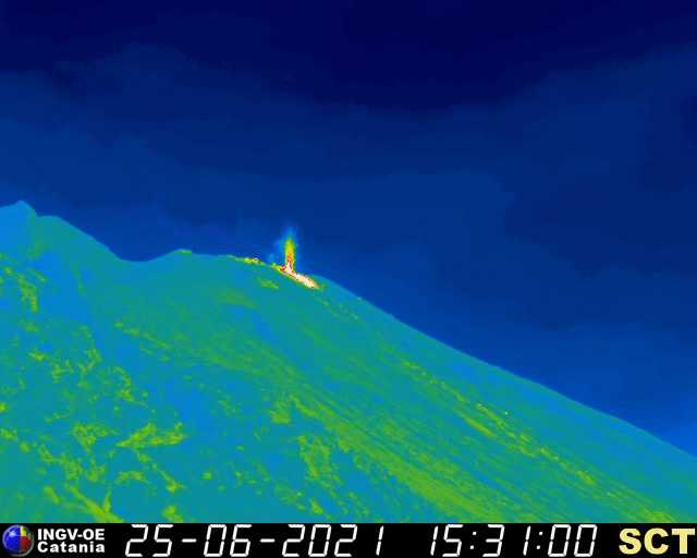 The small lava flow on the upper Sciara del Fuoco on Stromboli yesterday afternoon (image: INGVvulcani / facebook)