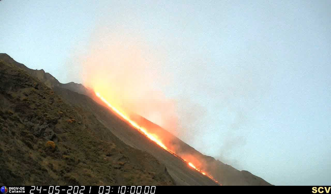 The lava flow on the Sciara del Fuoco yesterday (image: INGV)