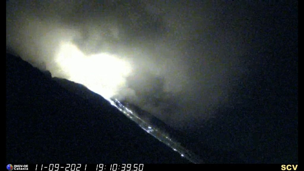 Glowing steam and incandescent rockfalls accompanied the event in the evening of 11 September (image: INGV)