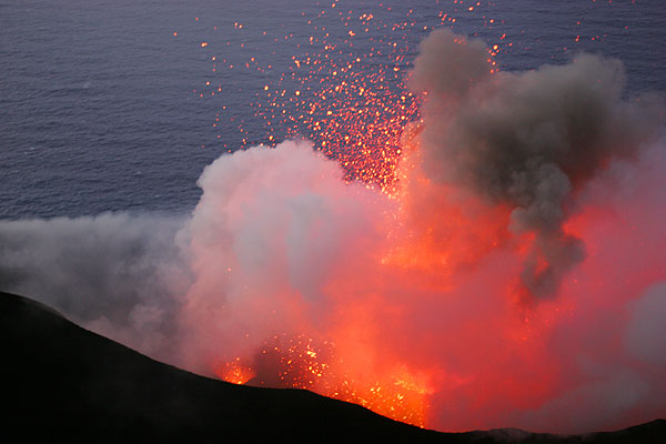 Exploding magma bubble from one of the vents in the central crater of Stromboli (30 Dec. 2005, ca. 18h00)