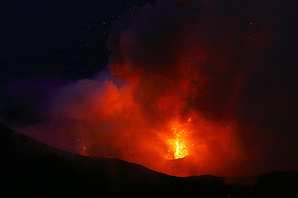 The closest vent from the central crater with large glowing spatter from an eruption lying around its rim