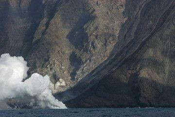 The lava flows and the steam plume (2).