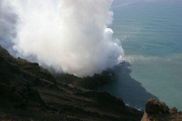 The lava delta and the steam plume (6 March)