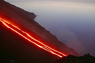 Red glow from the lava flows. (1)