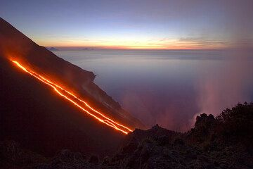 Lava flows on the Sciara del Fuoco and the sea.