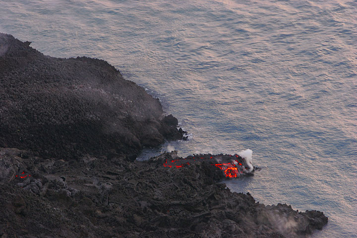 6 March: the small, poorly alimentated entry through a lava tube fed by the eastern branch.