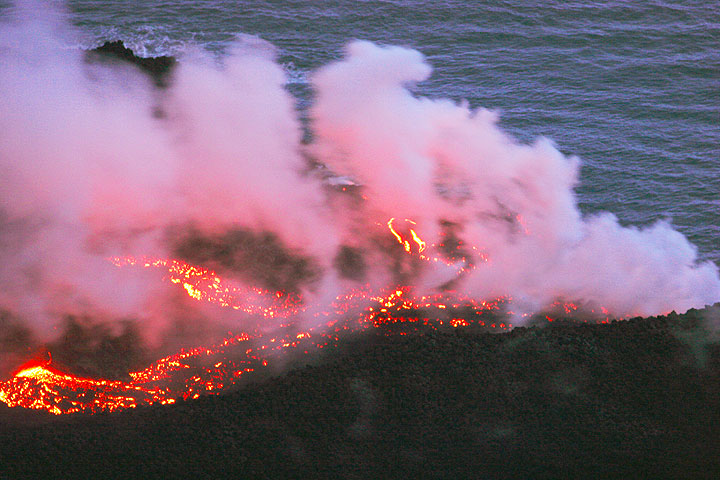 A river of lava on the new delta (2)