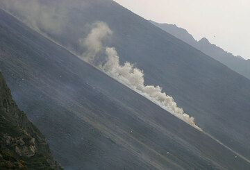 Propagating steam and dust cloud (2)