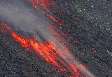 Advancing lava flow (5)