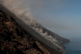 Rockfalls / lava flow on the Sciara on 6 Aug afternoon (image: Civil Protection)