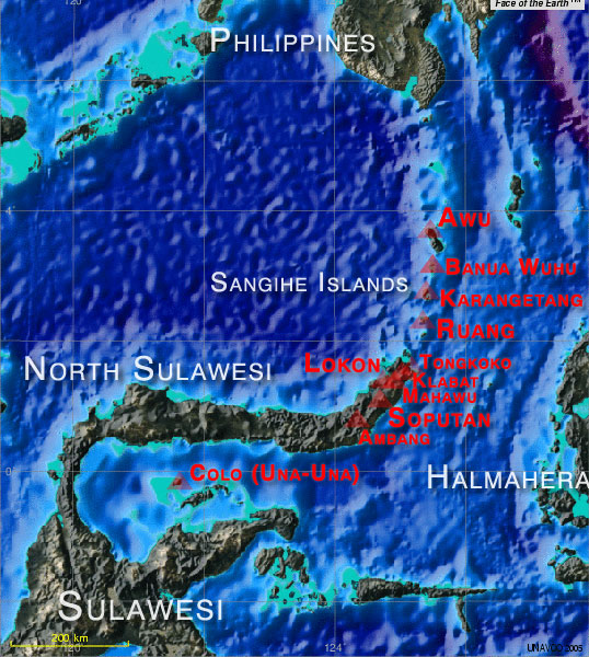 Carte montrant les principaux volcans actifs de Sulawesi et des îles Sangihe  (basemap created by UNAVCO map tool featuring Face of the Earth).