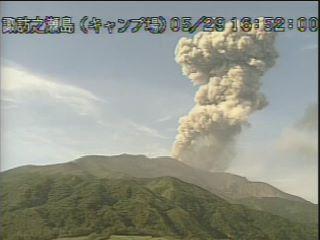 Dense eruption column from Suwanosejima volcano on 30 May (image: @mykagoshima/twitter)