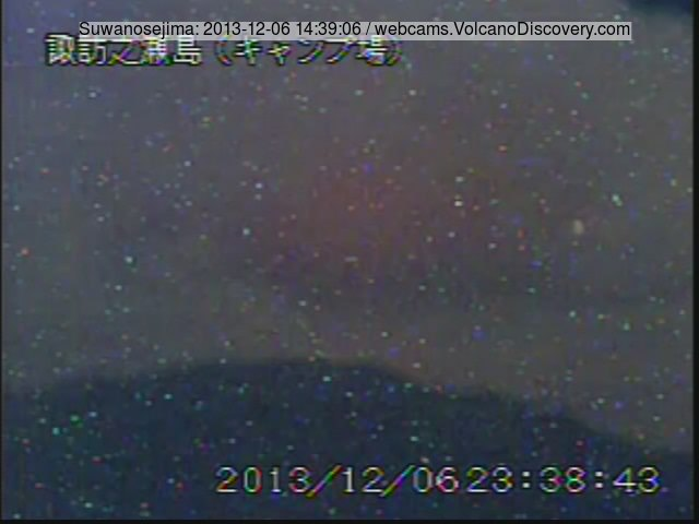 Glow above the crater of Suwanose-jima volcano (Japan)