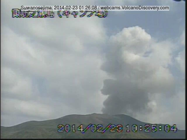 Small explosion at Suwanose-jima volcano this morning