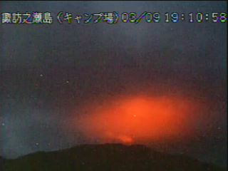Glow from the crater of Suwanose-jima volcano in Japan (image: JMA webcam)