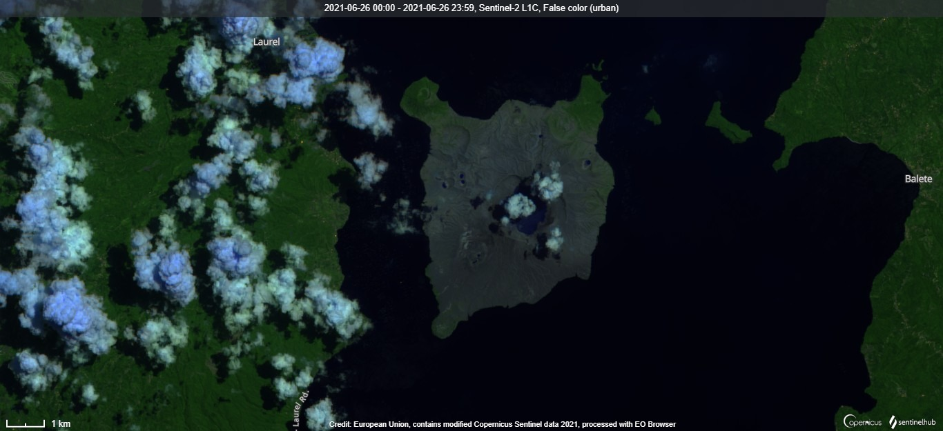 Degassing activity of Taal volcano is associated with strong SO2 emissions as visible from satellite (image: Sentinel 2)