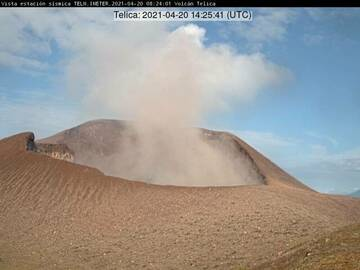 Brown ash emissions from Telica volcano on 20 April (image: Telica webcam)