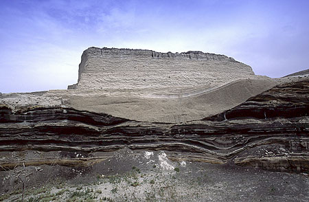 The Minoan pumice layer in the quarry near Fira.