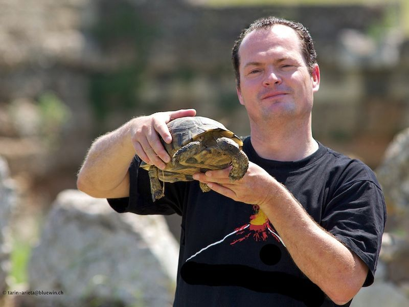 Tobias Schorr with a turtle on Lesbos