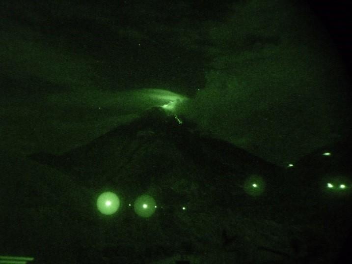 Strombolian activity at Tungurahua yesterday morning (IGEPN)