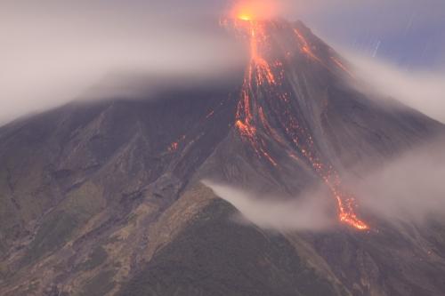 De nieuwe lavastroom waargenomen op 10 April bij 22:03 (Bron: P. Ramón Overurentar / IG)