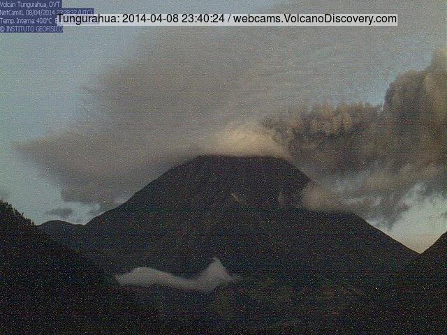 Tungurahua vulkaan uitstoten een ash plume vanochtend