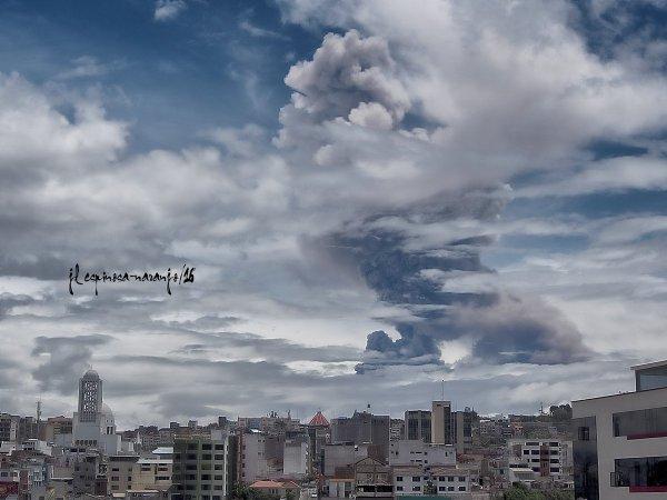 Eruption plume of Tungurahua volcano yesterday (image:  J.L Espinosa-Naranjo @Ambalaser / twitter)