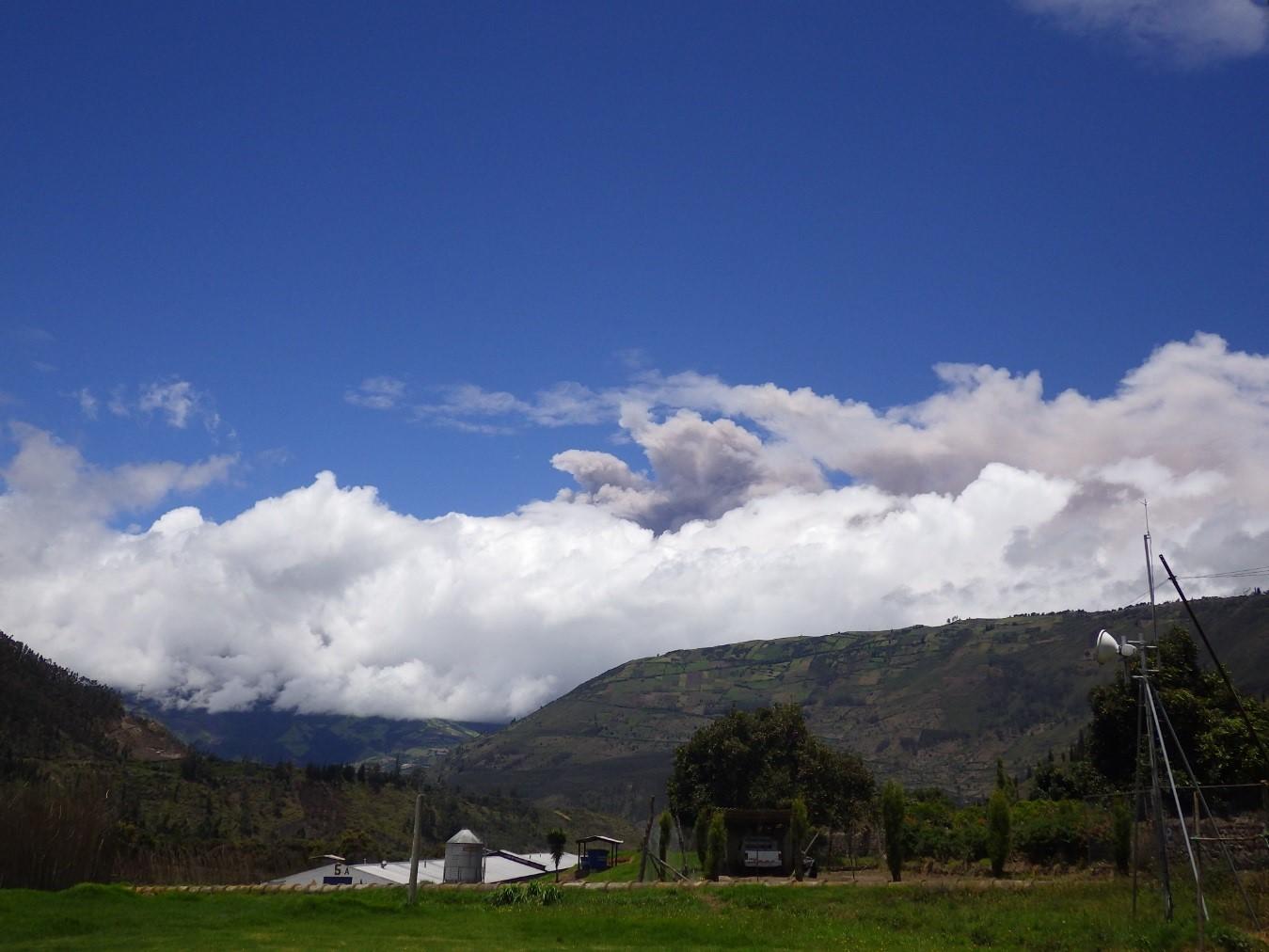 Ash emission from Tungurahua on 6 April 2015 (IGPEN)