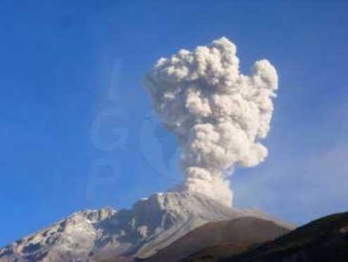 Explosion at Ubinas yesterday (IGP)