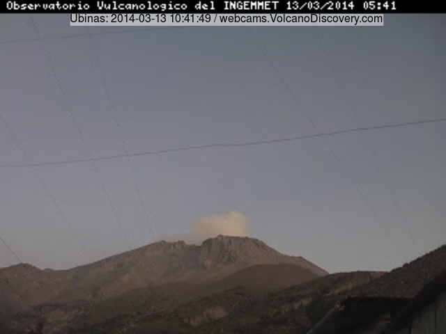 Small plume from Ubinas this morning (INGEMMET webcam)