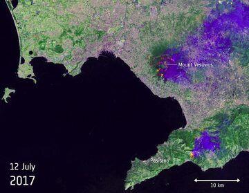 Satellite image of Vesuvius on fire on 12 July (Copernicus Sentinel data, processed by ESA)