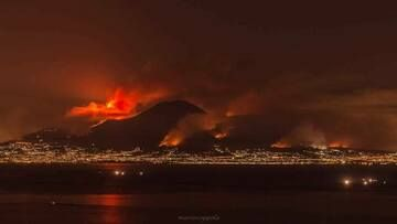 Vesuvius, one of the most dangerous volcanoes on Earth, burning because the most dangerous species on Earth, human beings, have set fire to the vegetation on the slopes of the mountain. 11-12 July 2017, photo by Mario Coppola (via Boris Behncke / facebook)