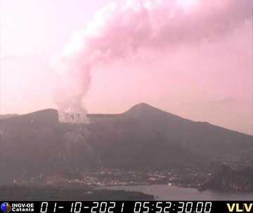 Elevated fumarolic activity from Vulcano observed by INGV's surveillance cameras (image: INGV)
