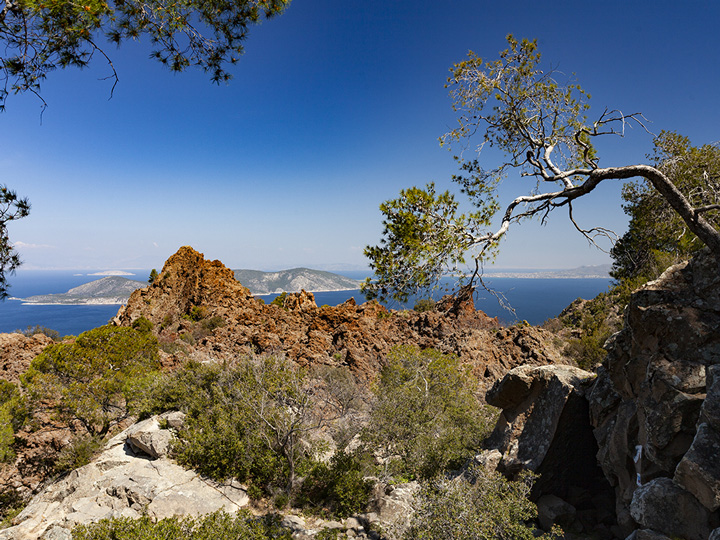 View of the top of the historic volcano at Kameni Chora village. (c) Tobias Schorr