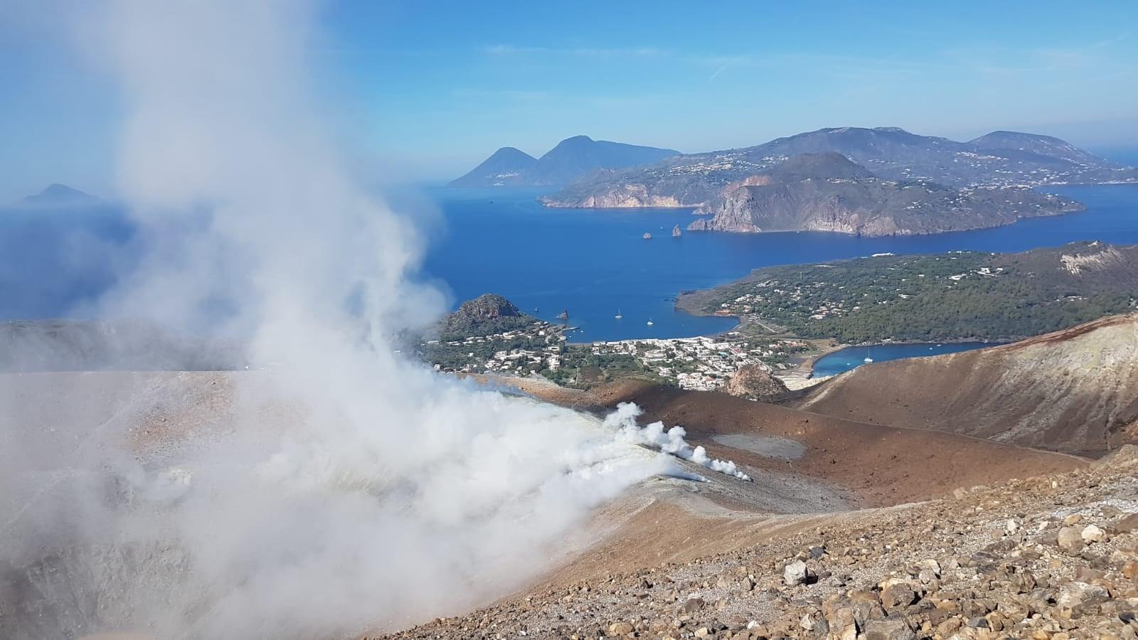 View of Vulcano's main crater in October(?) (image: INGVvulcani / facebook)