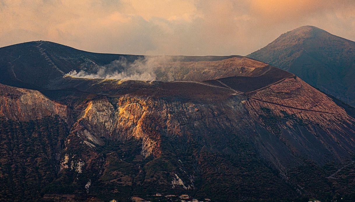 Sulfur emissions have been escaping from Vulcano (image: @mondoterremoti/twitter)