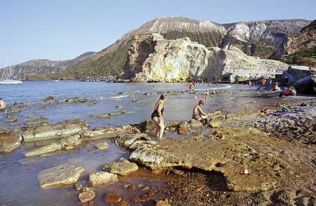 les sources chaudes de vulcano au niveau de la mer