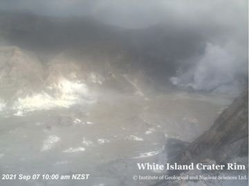 Steam emissions continue from the vent at the volcano (image: GeoNet)
