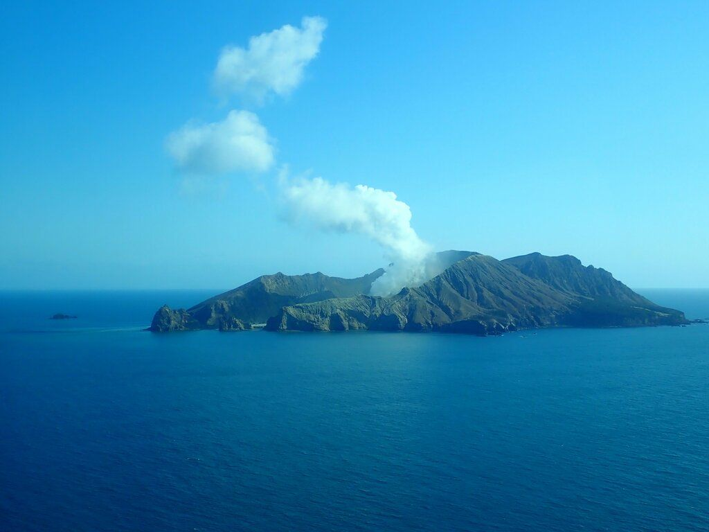 Degassing activity continues from White Island volcano (image: GeoNet)