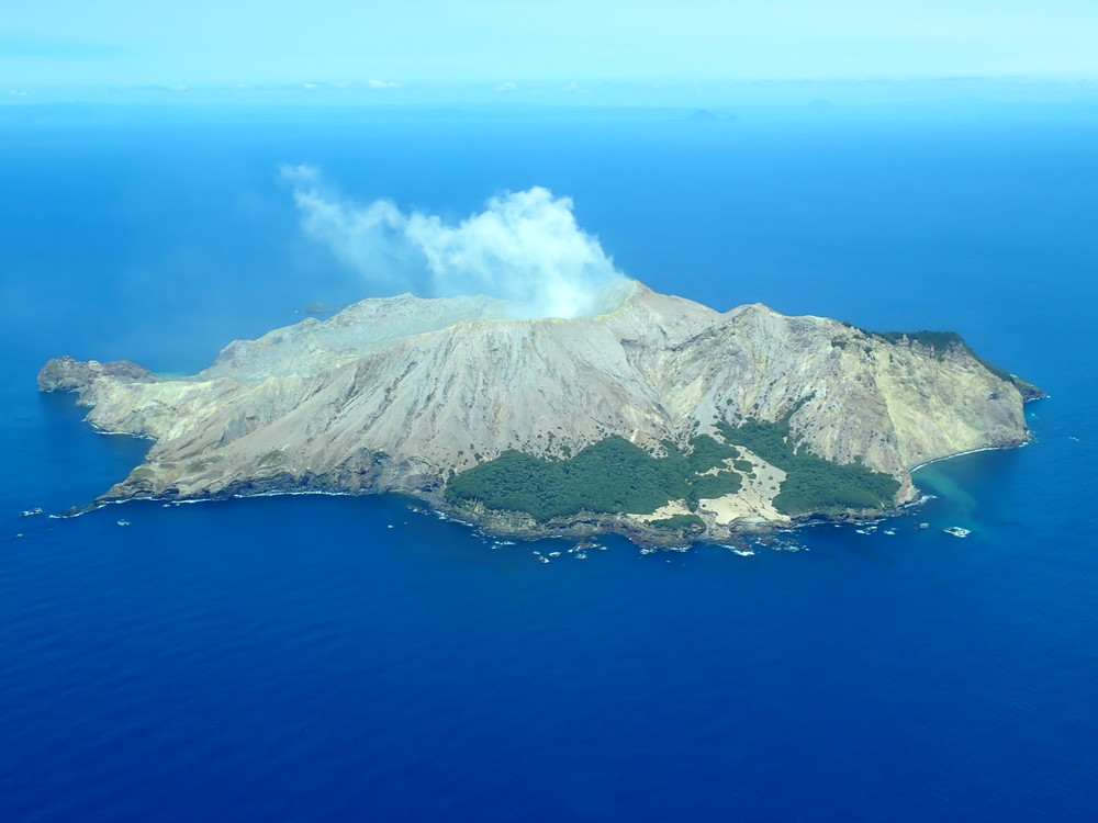 Typical gas-steam plumes characterize White Island volcano (image: GeoNet/twitter)