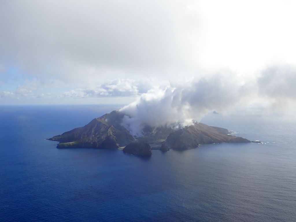 Gas and steam plumes from White Island volcano (image: GeoNet/twitter)