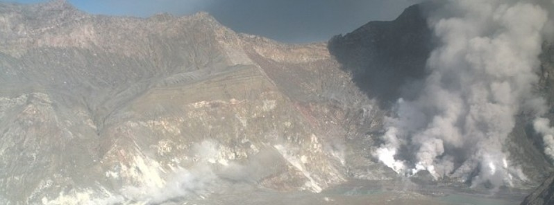Ash emissions from White Island volcano as visible in the webcam screenshot (image: GeoNet)