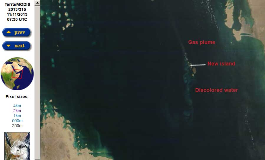MODIS / Terra satellite image 11 Nov showing the gas plume and discolored water plume