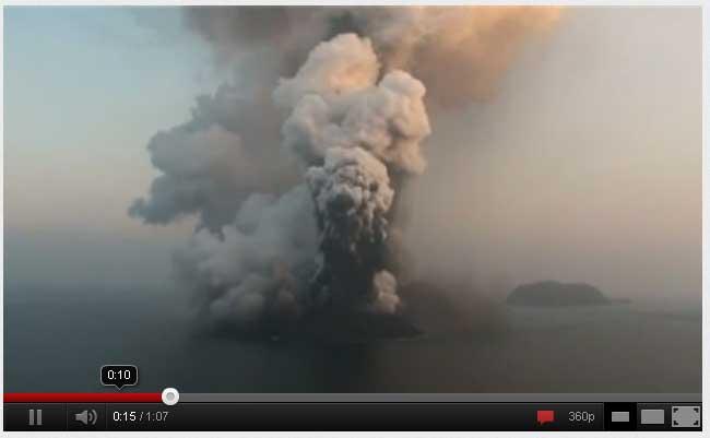 Surtseyan uitbarsting op het nieuw gevormde eiland in de rode zee
