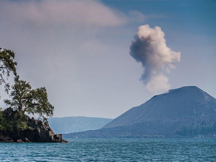 Sailing towards Anak Krakatau (c) T. Schorr