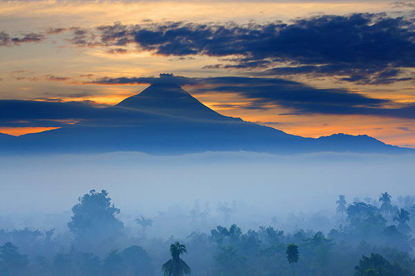 Merapi volcano (photo: Roland Gerth)