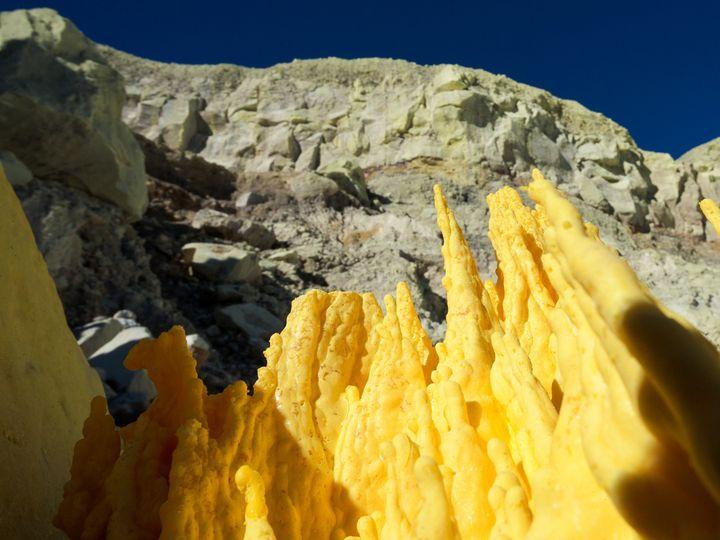 Sulfur mining on Ijen´s caldera floor