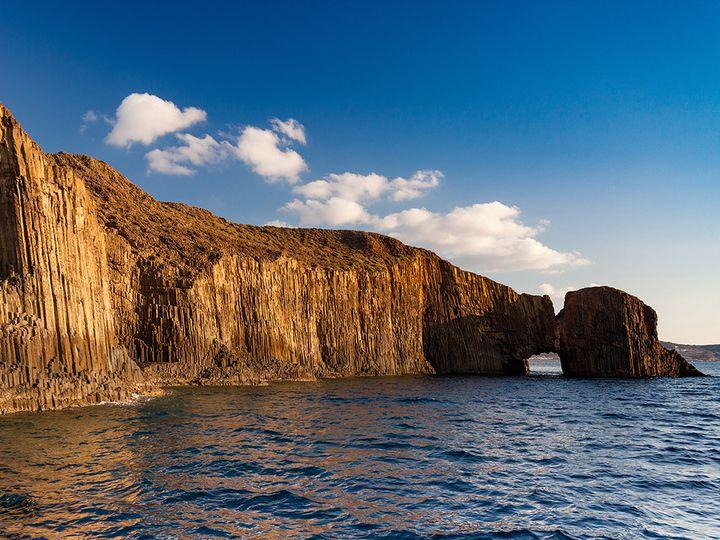 Die Basaltsäulen der Möven-Inseln gehören zu alten Lavaströmen.