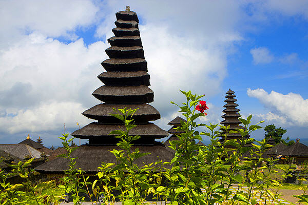 Balinese temple (photo: Roland Gerth)